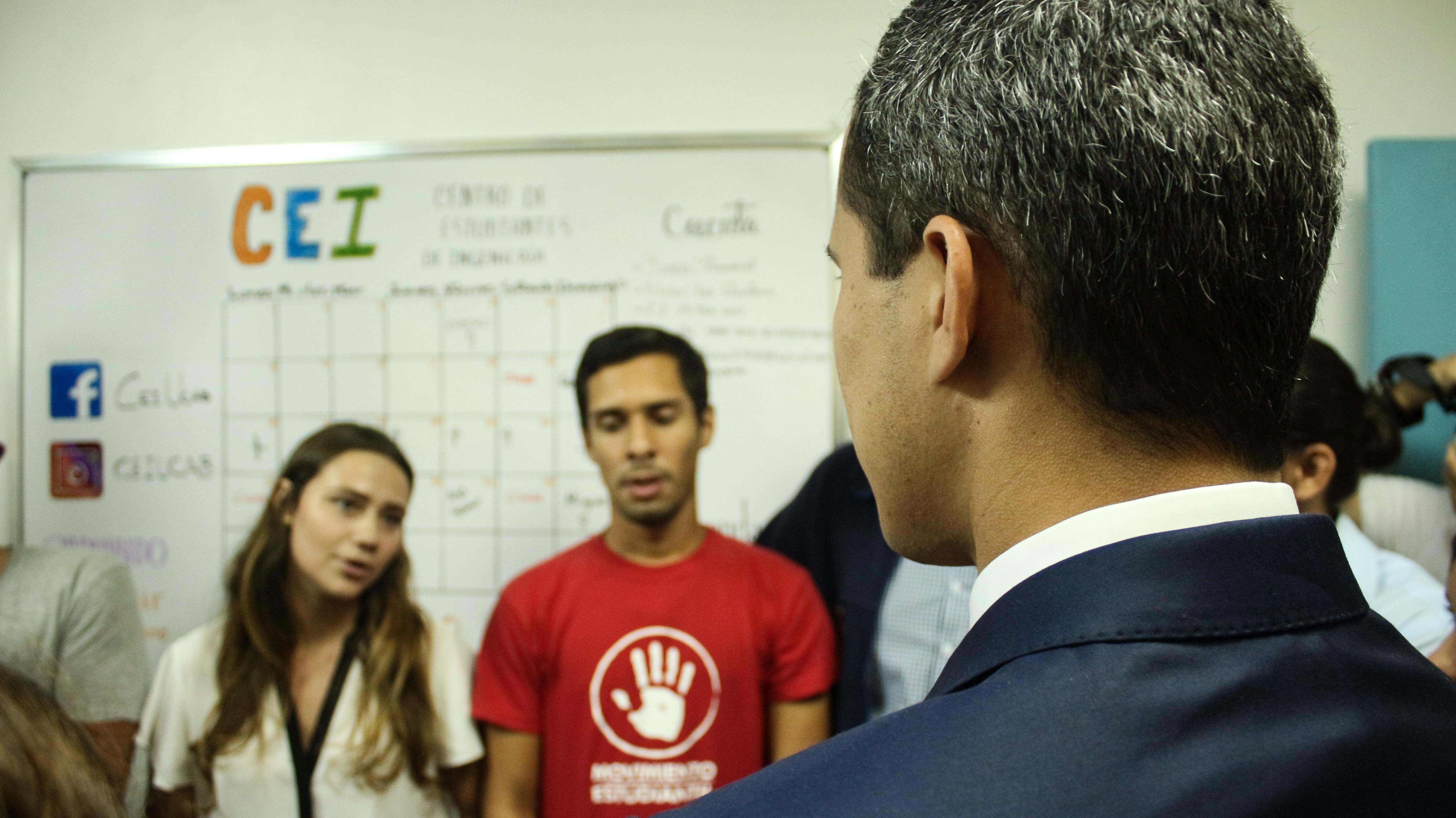 Guaidó-y-estudiantes-UCAB-11-abril-2019-3