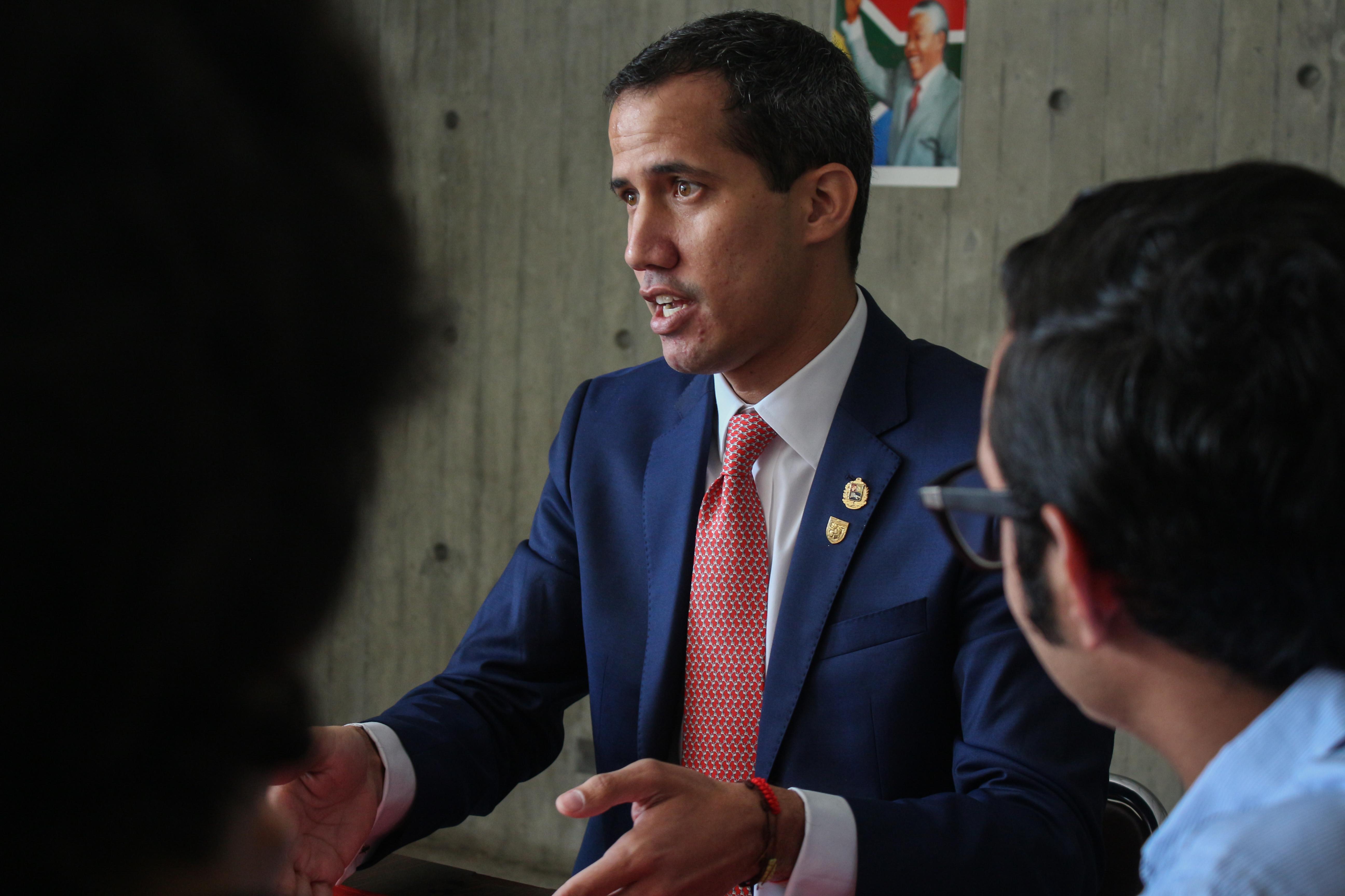 Guaidó-y-estudiantes-UCAB-11-abril-2019-31