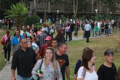 Prueba de conocimientos UCAB Abril 2019-Vista colas y multitud (1)