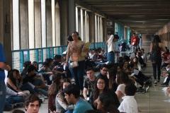 Prueba de conocimientos UCAB Abril 2019-Vista colas y multitud (16)