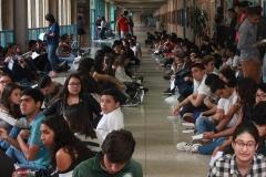 Prueba de conocimientos UCAB Abril 2019-Vista colas y multitud (18)