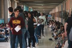 Prueba de conocimientos UCAB Abril 2019-Vista colas y multitud (19)