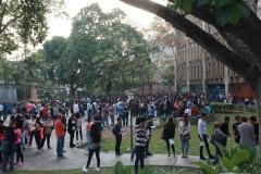 Prueba de conocimientos UCAB Abril 2019-Vista colas y multitud (5)