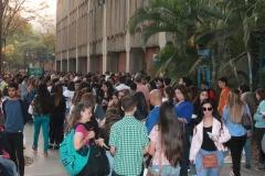 Prueba de conocimientos UCAB Abril 2019-Vista colas y multitud (7)