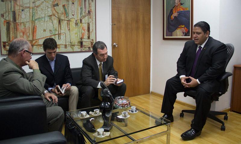Centro de Estudios Políticos entregó recomendaciones al CNE