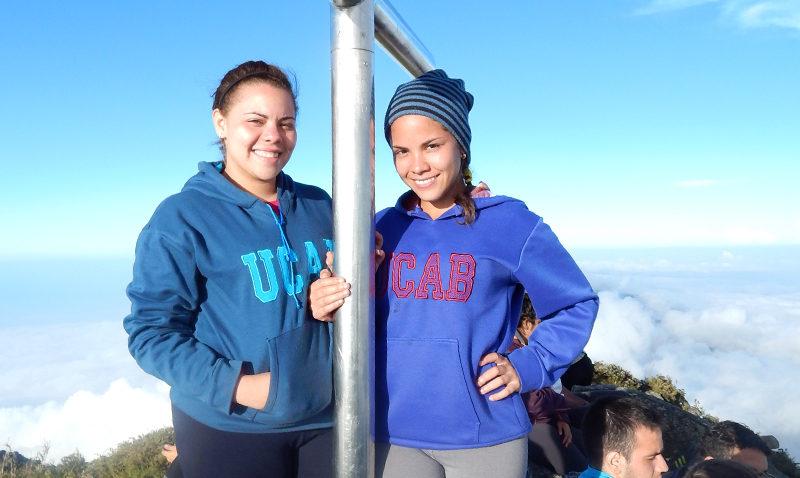 Ucabistas en la cima del pico Naiguatá