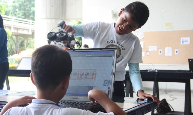 Reto Robótica: promoviendo la tecnología en niños y adolescentes