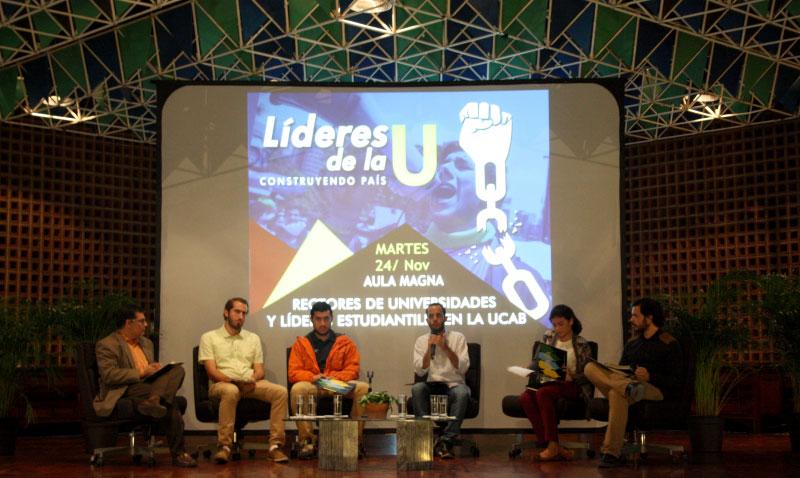 Líderes universitarios conversan por un futuro mejor