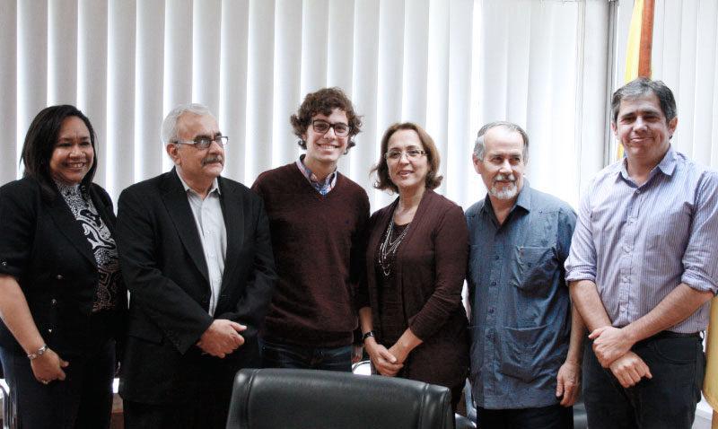 Carlos Egaña gana concurso de ensayos Ausjal