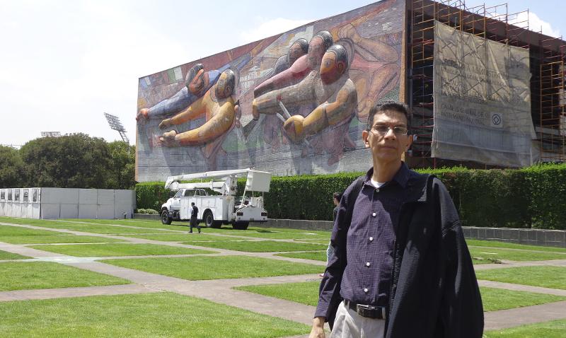 Profesor Juan Rosales gana premio Federico Riu de filosofía