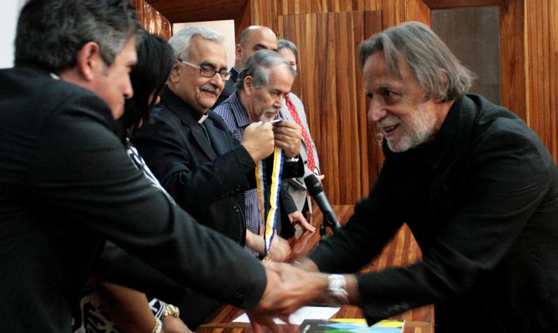 Condecorado Rolando Peña por su compromiso con la UCAB