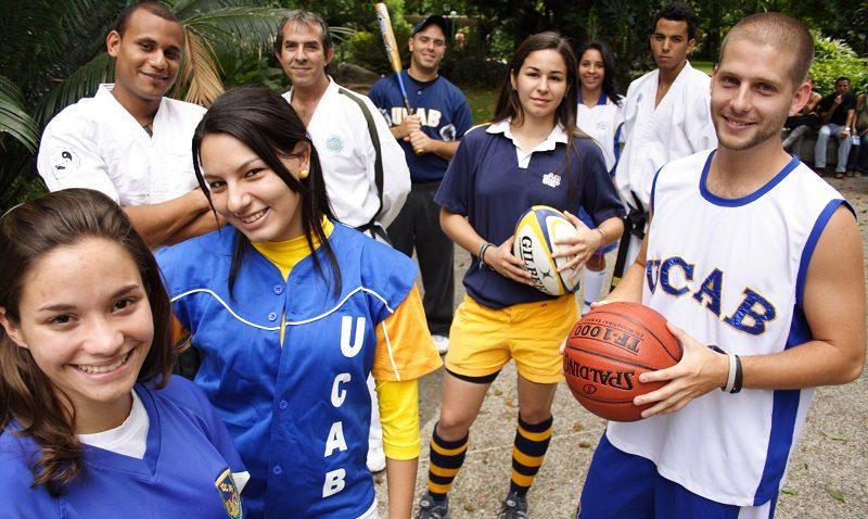 Actividades deportivas en las canchas de la UCAB