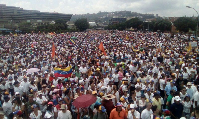 Democracia Social frente a la Dictadura