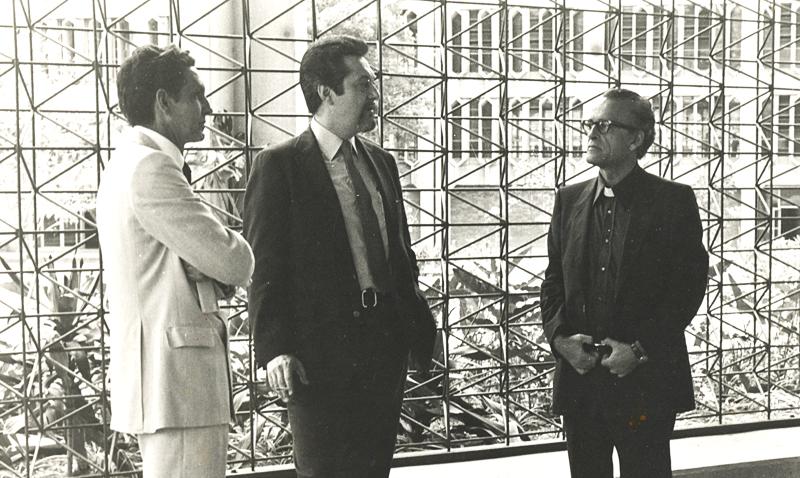 Sucre junto al ingeniero y ex-rector Guido Arnal, durante la inauguración del Edificio de Servicios Centrales