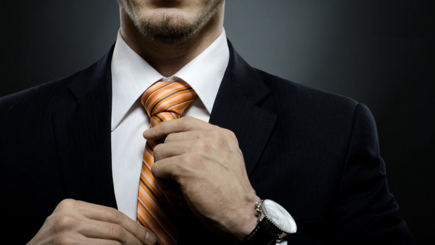 Un nudo de corbata elegante para tu entrevista