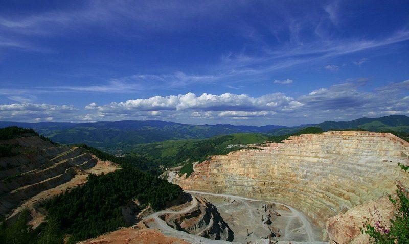 Fe y Alegría y el arco minero