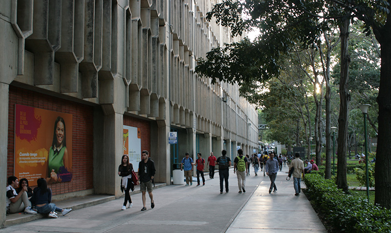La UCAB continúa con su misión institucional