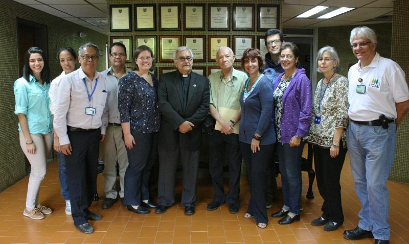 Mario Paparoni dona más de 400 libros a la Facultad de Ingeniería