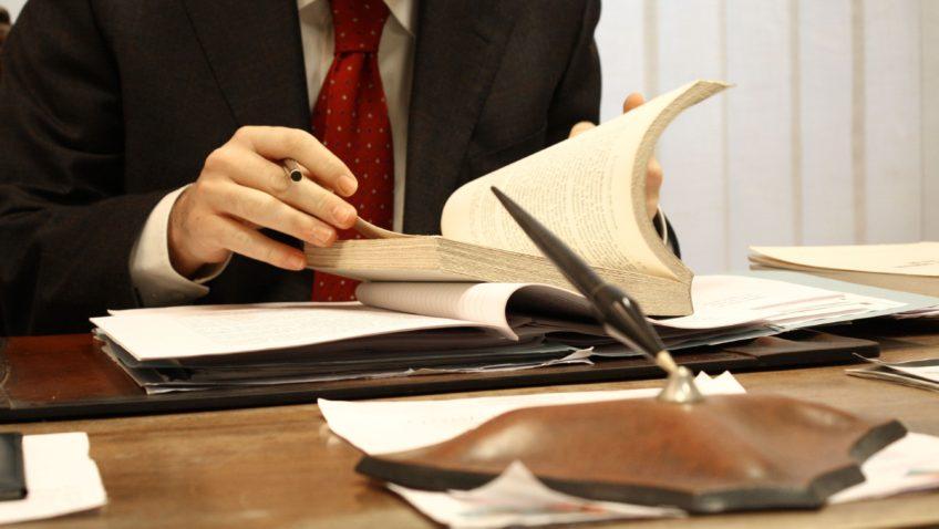 Haz valer y cumplir las leyes: Estudia Derecho