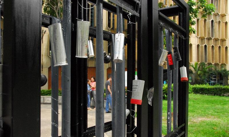 Instalan en la Plaza del Estudiante estructuras simbólicas contra la represión