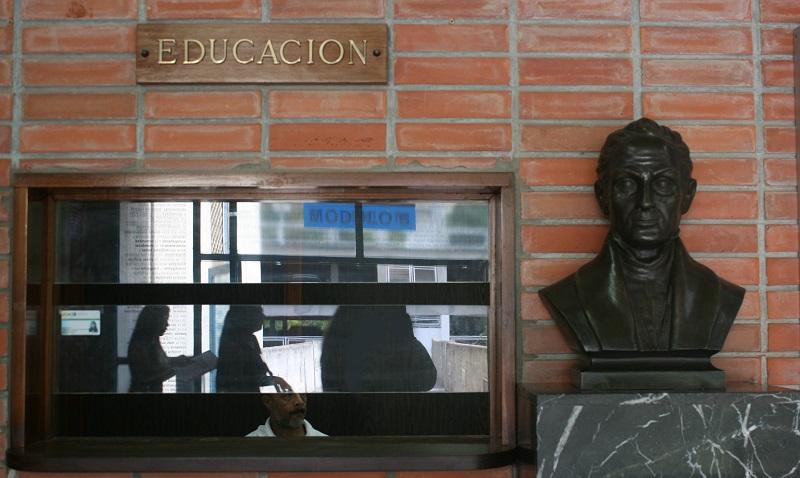 Escuela de Educación condena coacción política contra docentes y estudiantes