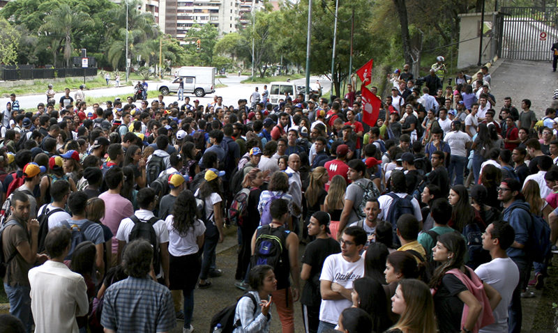 Estudiantes de la UCAB se movilizaron hasta la Conferencia Episcopal