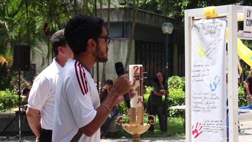 #VIDEO: Así rindieron homenaje los ucabistas a los fallecidos en protestas