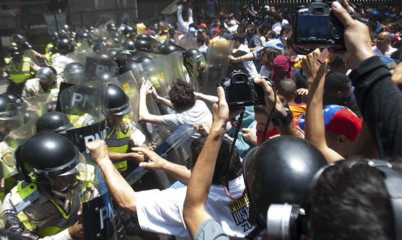 La represión de abril vista por dos fotógrafos ucabistas
