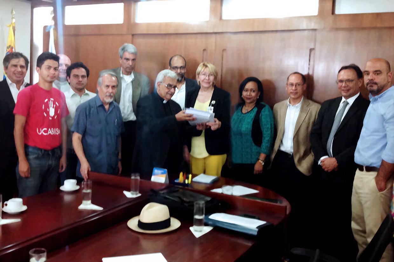 Representantes de la UCAB se reunieron con la Fiscal General de la República