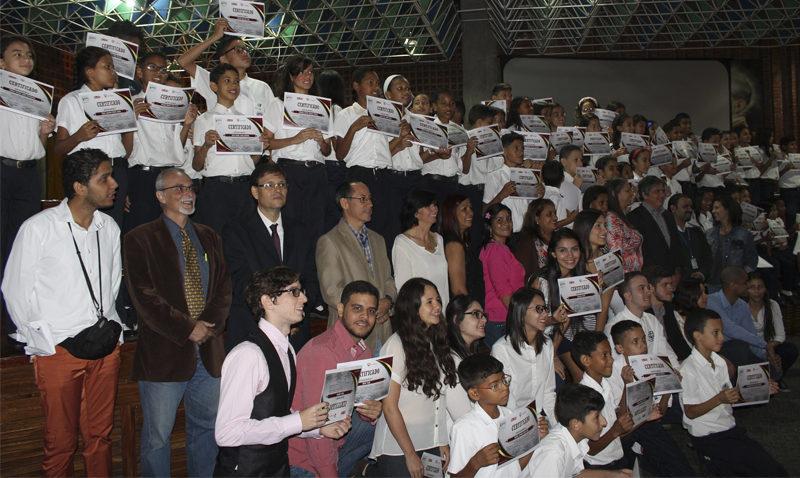 Certificaron como programadores a más de 100 niños de Fe y Alegría