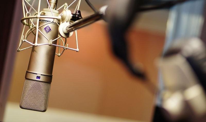 La UCAB estrenó programa de radio
