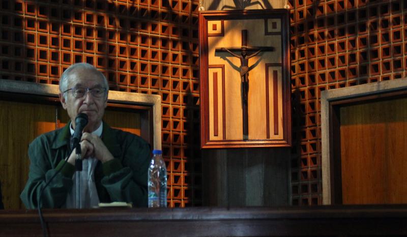 El padre Luis Ugalde llamó a los educadores a resistir