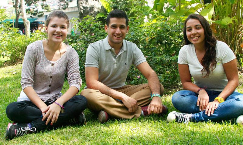 La Fundación Andrés Bello cumple 55 años becando al futuro