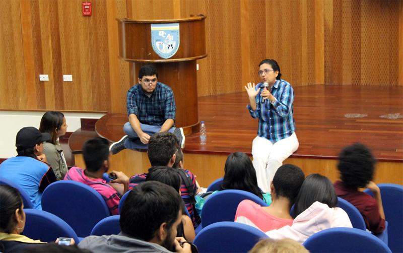 Expertos dictaron en UCAB Guayana charla sobre periodismo 2.0