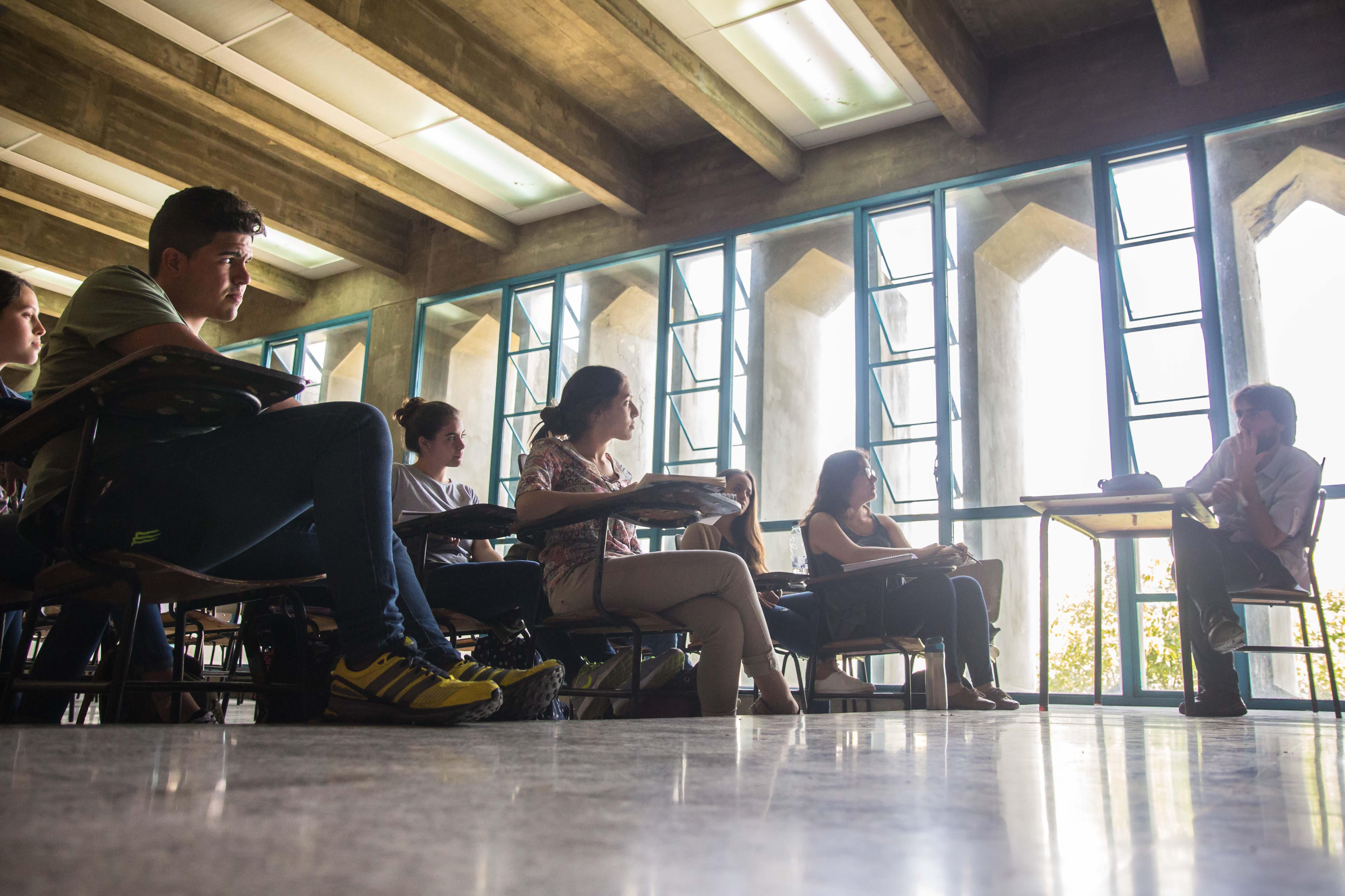100 becas para estudiar en la UCAB esperan por ti