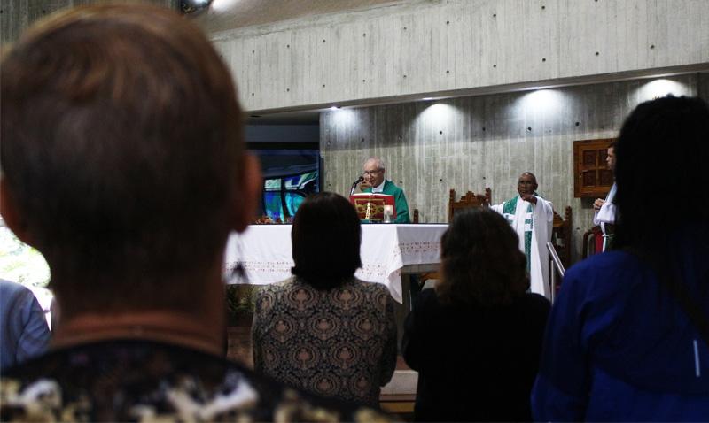 Ucabistas celebraron con misa el Día del Maestro