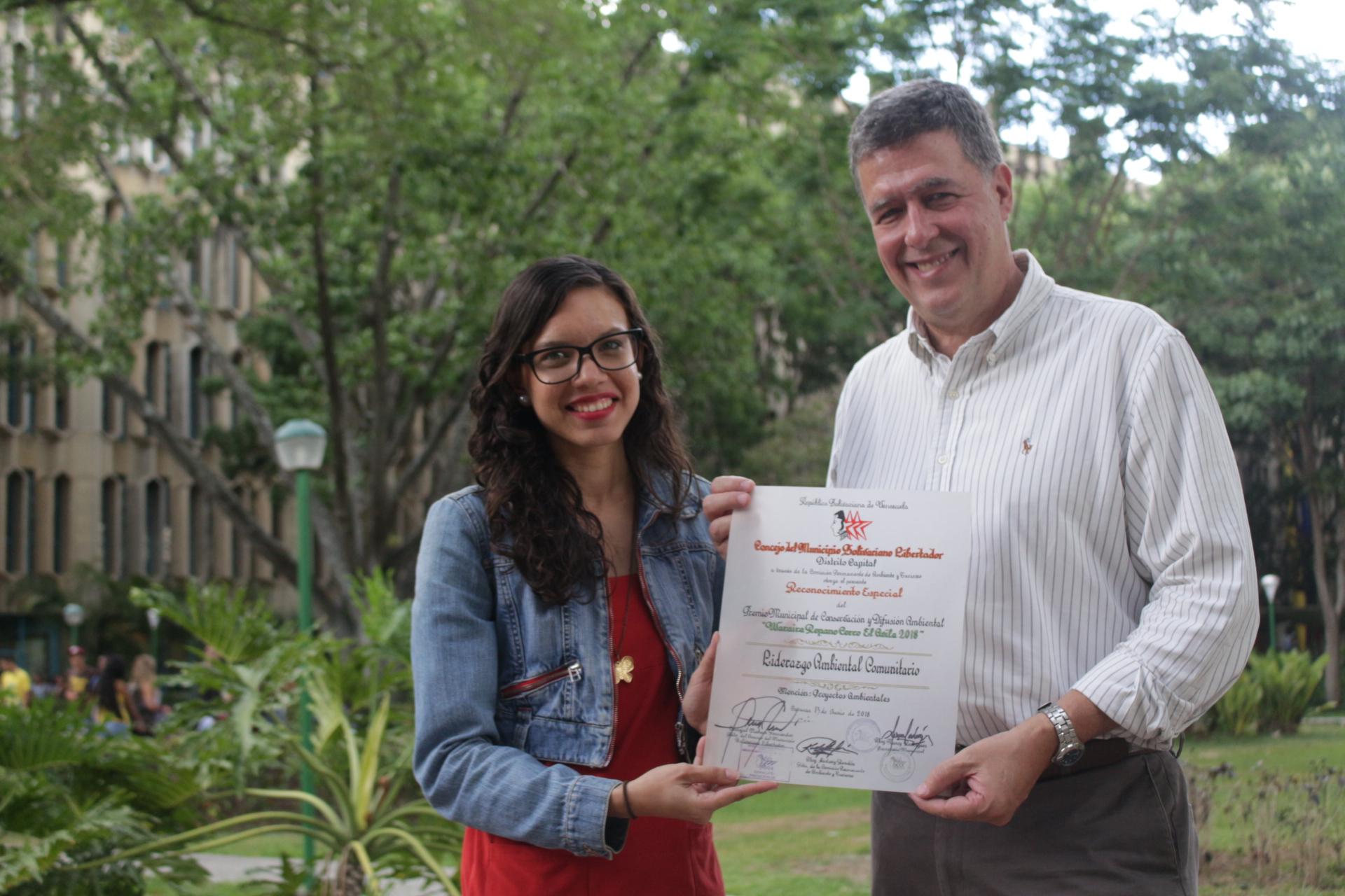 Dirección de Sustentabilidad Ambiental recibió reconocimiento por su trabajo educativo