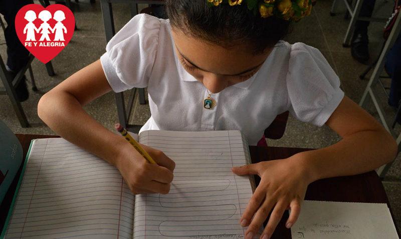 """Comenzó la campaña """"Un cuaderno para Fe y Alegría"""""""