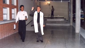 #TBTUCAB: El día que el padre Ugalde bendijo la Casa del Estudiante