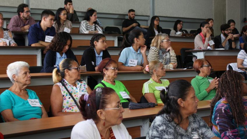 Habitantes de La Vega se reunieron con unidades de extensión social de la UCAB