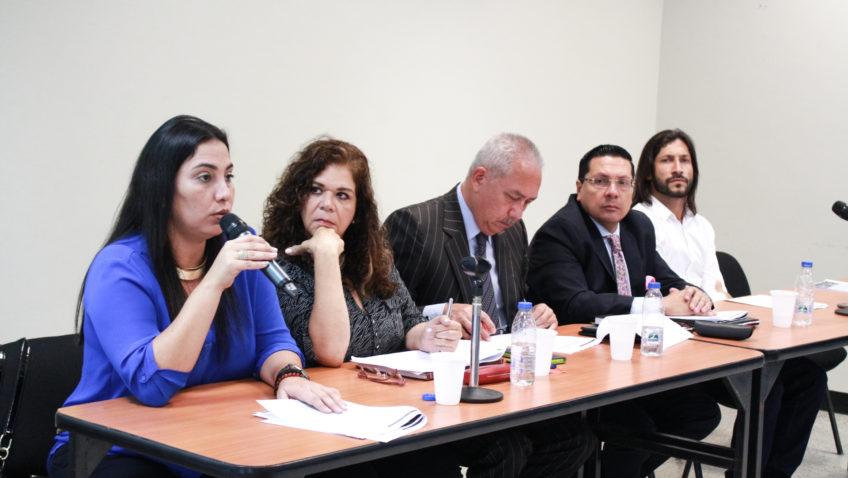 Espacios de la UCAB sirvieron para hablar sobre violaciones al parlamento venezolano
