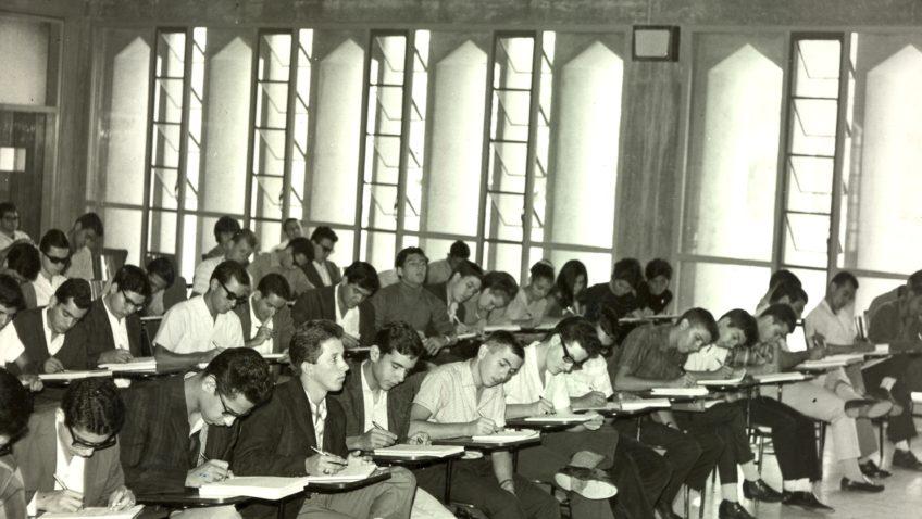 #TBTUCAB: Inicio de clases en los años 60