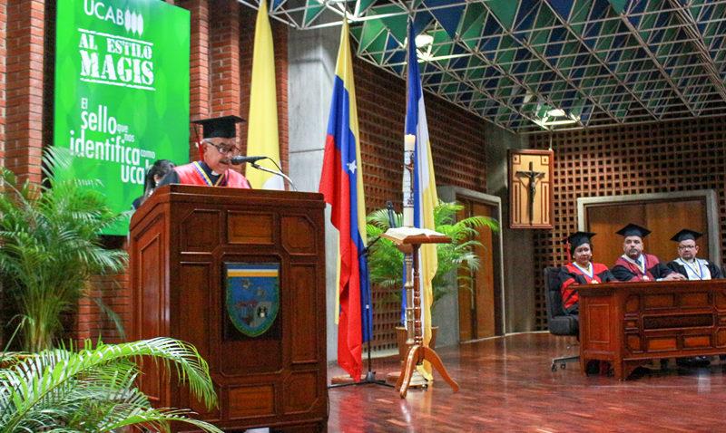 Rector Francisco José Virtuoso llamó a luchar por un nuevo pacto social