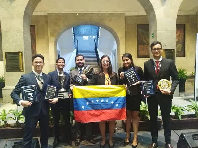 Estudiantes ucabistas se titularon campeones en competencia judicial internacional
