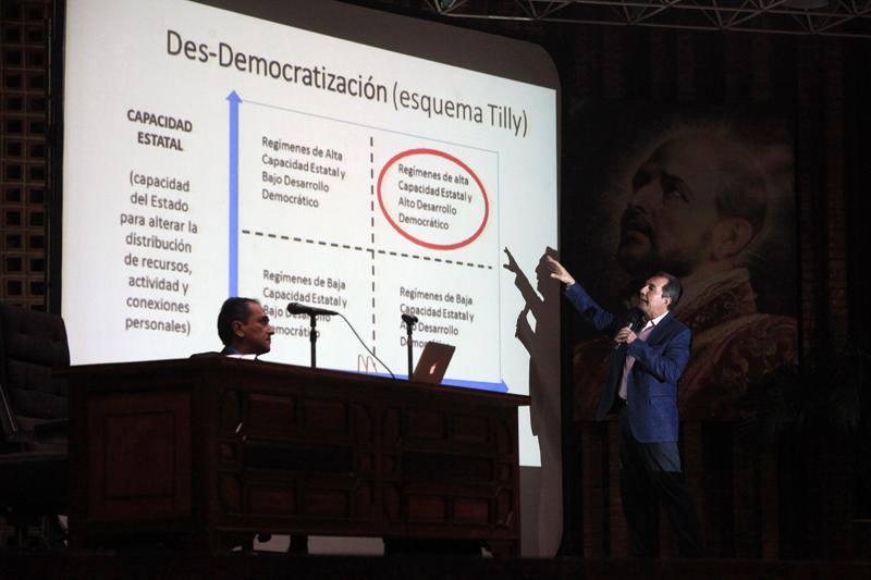«Las transiciones democráticas tienen causantes y no causas»