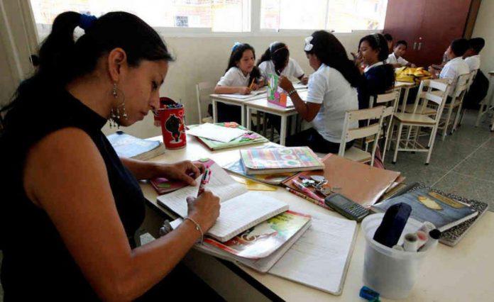 Al maestro con cariño: UCAB premiará calidad docente