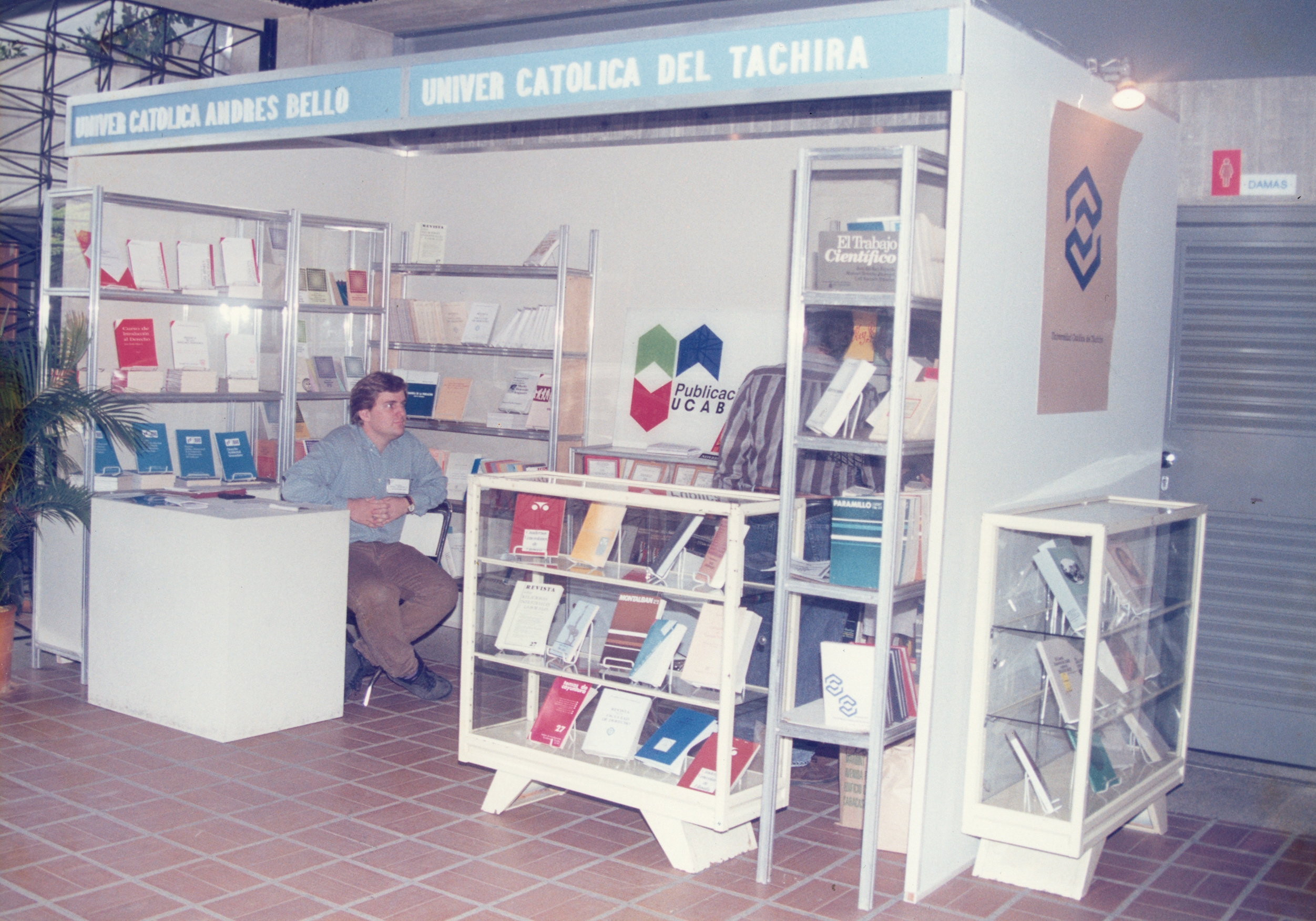 #TBTUCAB: Aquella primera feria ucabista del libro