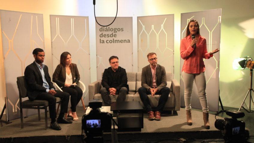 Rica tertulia televisiva protagonizaron escritores españoles con estudiantes de Comunicación Social