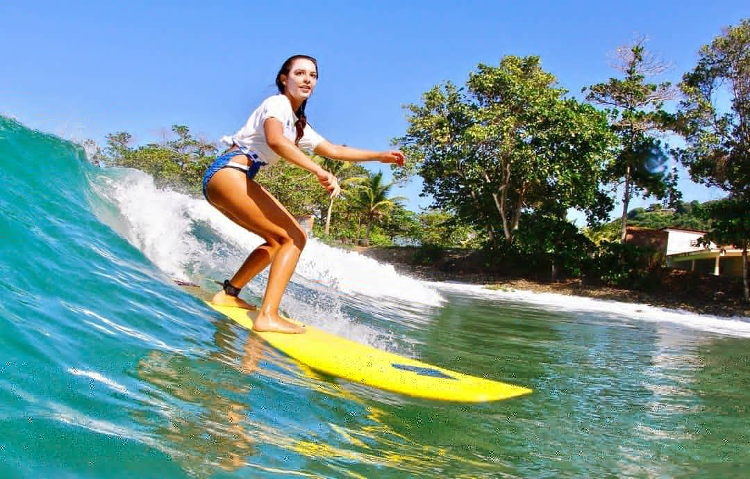 Betsy Salcedo: Ejemplo a seguir en el campus y en las olas