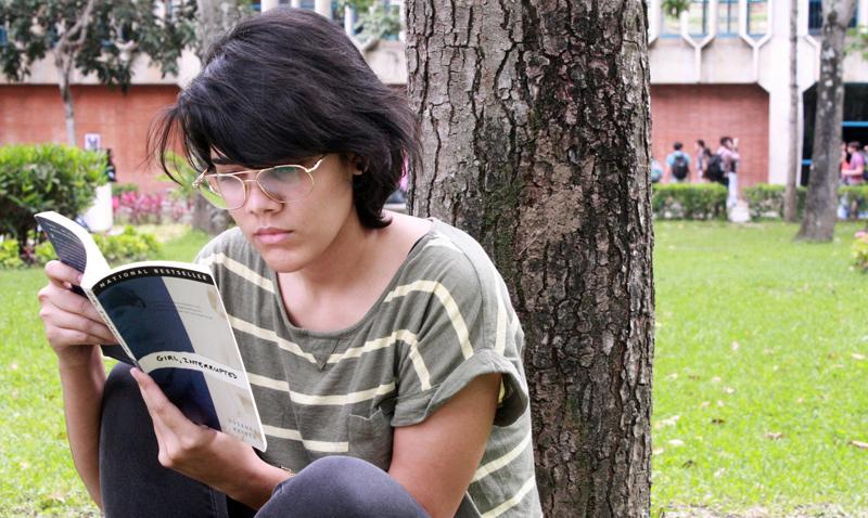 Sondeo de la UCAB revela que solo 42% de los estudiantes lee diariamente